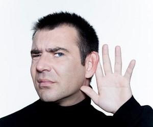 Jak sobie radzić z uszkodzeniem słuchu